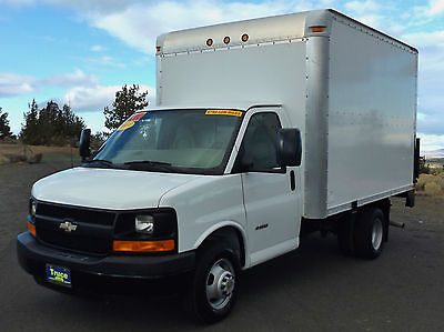 2009 Chevrolet Express 3500 2009 Chevrolet G3500 12' Box Truck w/Hydraulic Lift Gate and less than 28k Miles