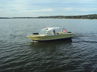 Boat, 60 hp 2 Stroke outboard 2002 and trailer for turnkey fun