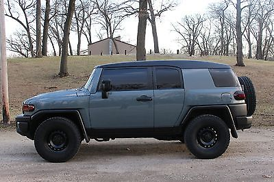 2007 Toyota FJ Cruiser  2007 Toyota FJ Cruiser-4wd-Custom paint-Loud stereo!-Clean- blacked out