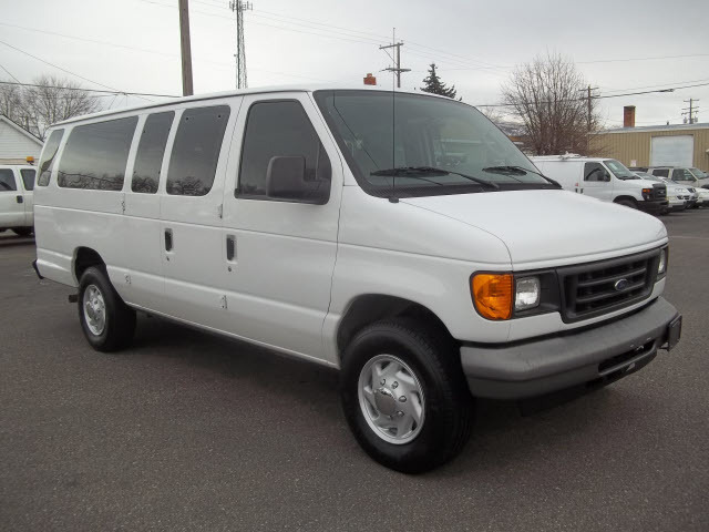 2006 Ford E-Series Wagon  Passenger Van