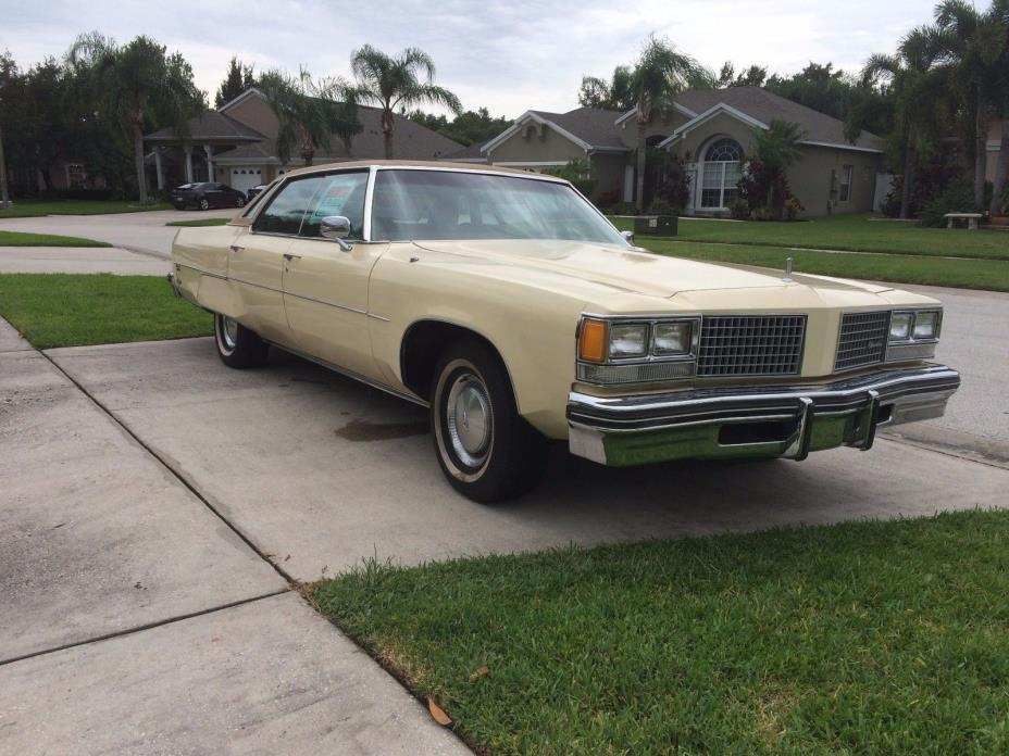 1976 Oldsmobile Ninety-Eight  1976 Oldsmobile 98 Regency - Powerful 7.5L V8 engine.