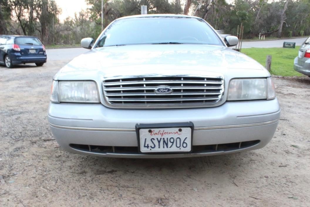 2001 Ford Crown Victoria LX Sedan 4-Door 2001 Ford Crown Victoria LX 4.6L power and leather seats California car