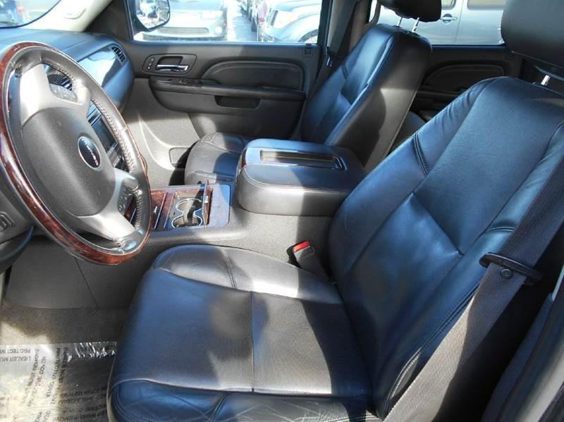 2010 GMC Yukon XL Denali AWD XL 4dr SUV