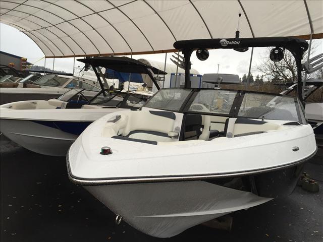 2016 Malibu Boats LLC 25 LSV