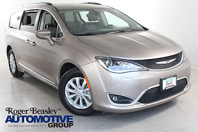 2017 Chrysler Pacifica Touring-L 2017 CHRYSLER PACIFICA NAV REAR CAM LEATHER PWR DOORS BLUETOOTH 16K MI.