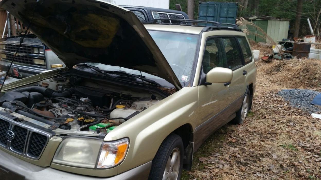 2002 Subaru Forester  2002 Gold Subaru Forester