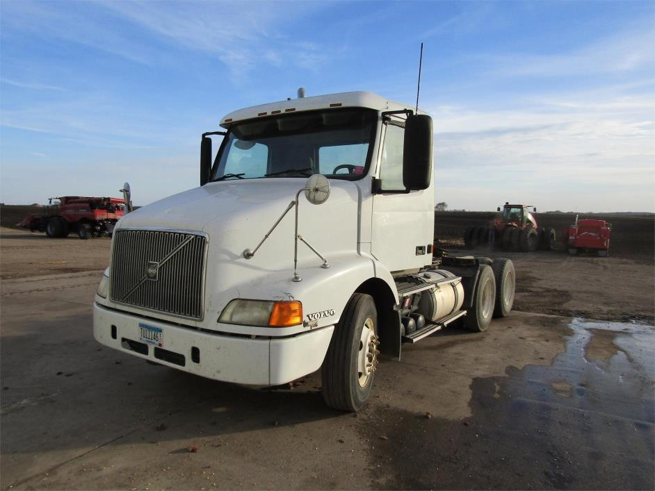 2000 Volvo Vnm42t200 Conventional - Day Cab
