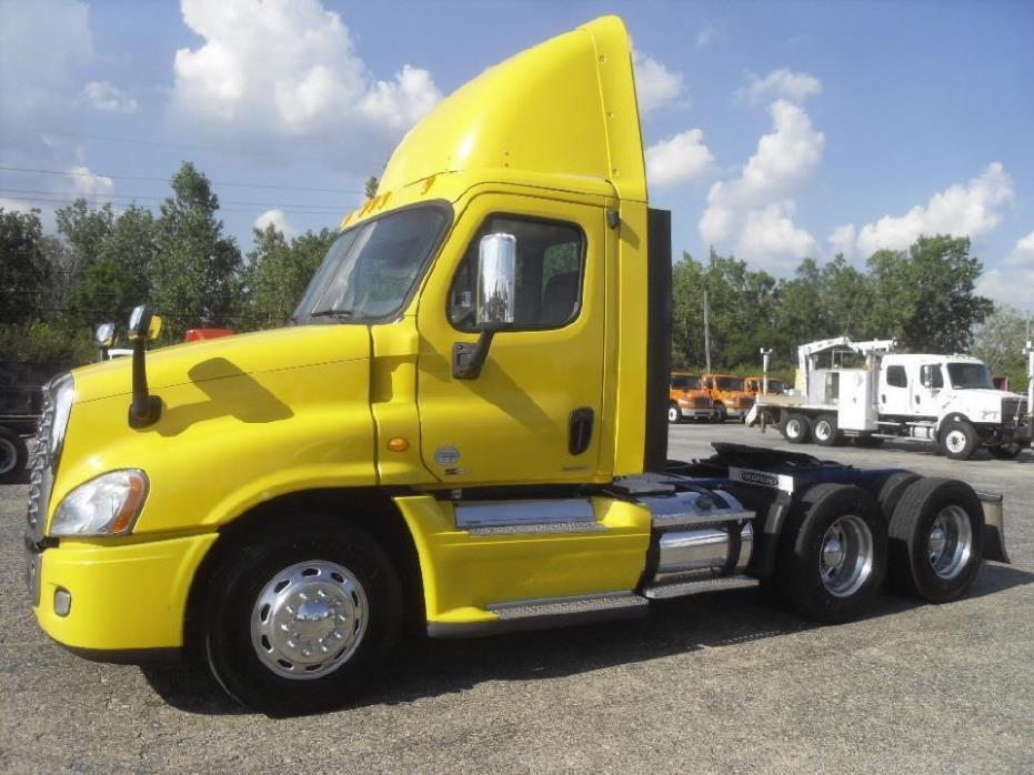 2009 Freightliner Cascadia Conventional - Day Cab