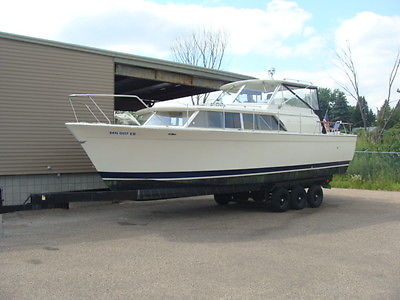 1968 Chris Craft Commander 31 ft Hard top and Trailer