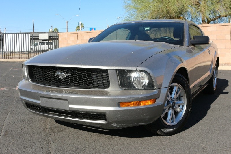 2008 Ford Mustang 2dr Cpe Deluxe