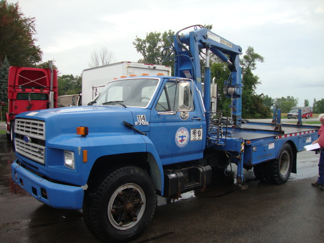 1987 Ford F700 Crane Truck