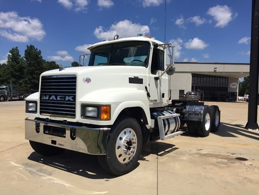 2014 Mack Pinnacle Conventional - Day Cab