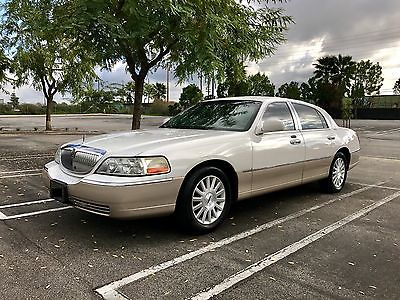 2003 Lincoln Town Car Signature 2003 Lincoln Towncar (Clean, Reliable & Luxurious)