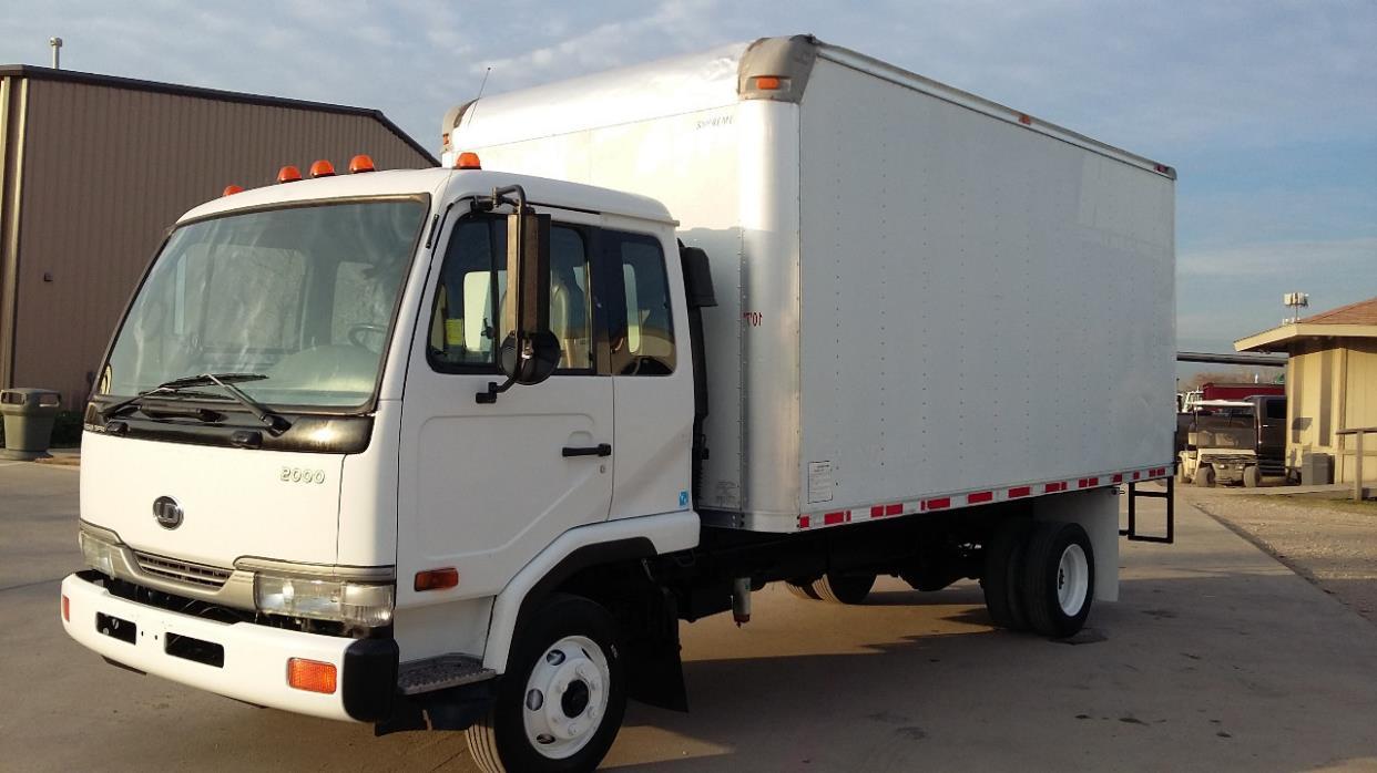 2004 Ud Trucks 2000  Box Truck - Straight Truck