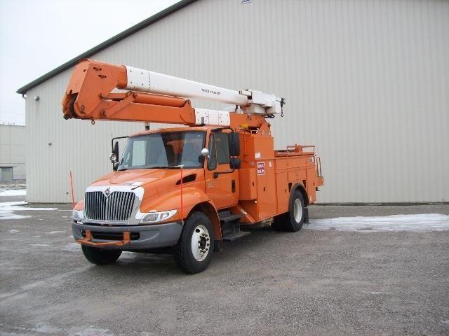 2003 International Durastar 4400 Bucket Truck - Boom Truck
