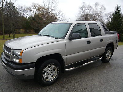 2005 Chevrolet Avalanche Avalanche 1500 Z71 4x4 2005 CHEVY AVALANCHE 1500 4x4 Z71, Silver/Gray (Cloth) - Tow Package