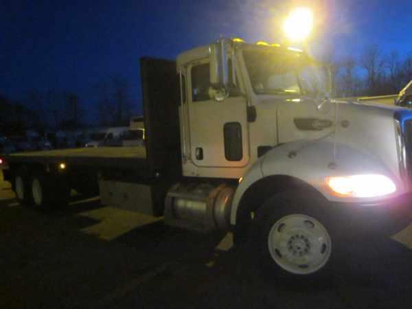 2007 Peterbilt 335  Flatbed Truck