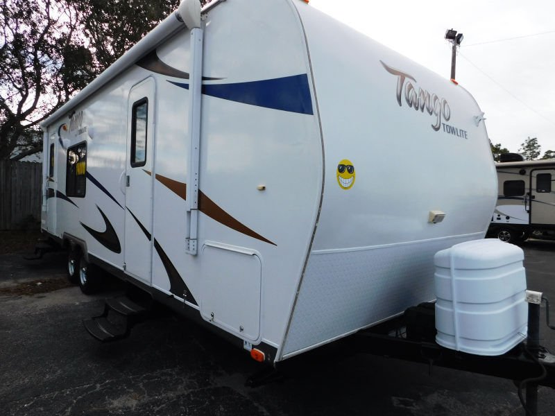 2012 Pacific Coachworks TANGO TOW LITE 25FBS REAR KITCHEN QUEEN BED 5640 LBS