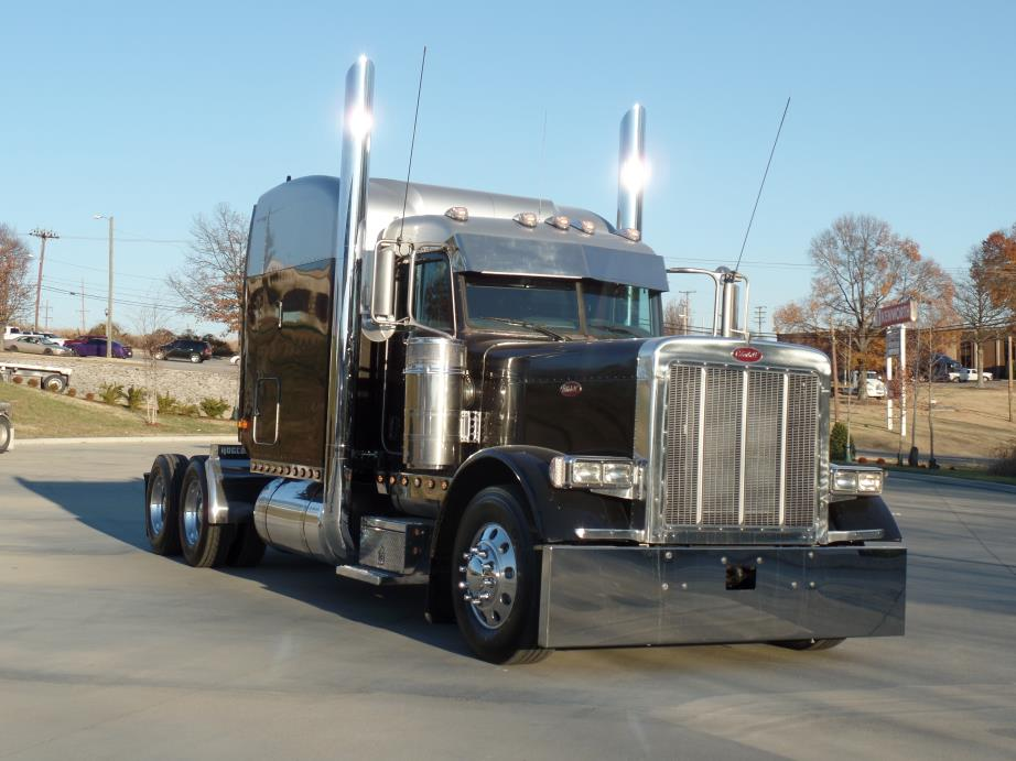 2005 Peterbilt 379 Conventional - Sleeper Truck
