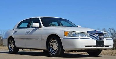 2002 Lincoln Town Car Signature Sedan 2002 Signature Moonroof Immaculate White Pearlescent Metallic Low Mileage Car