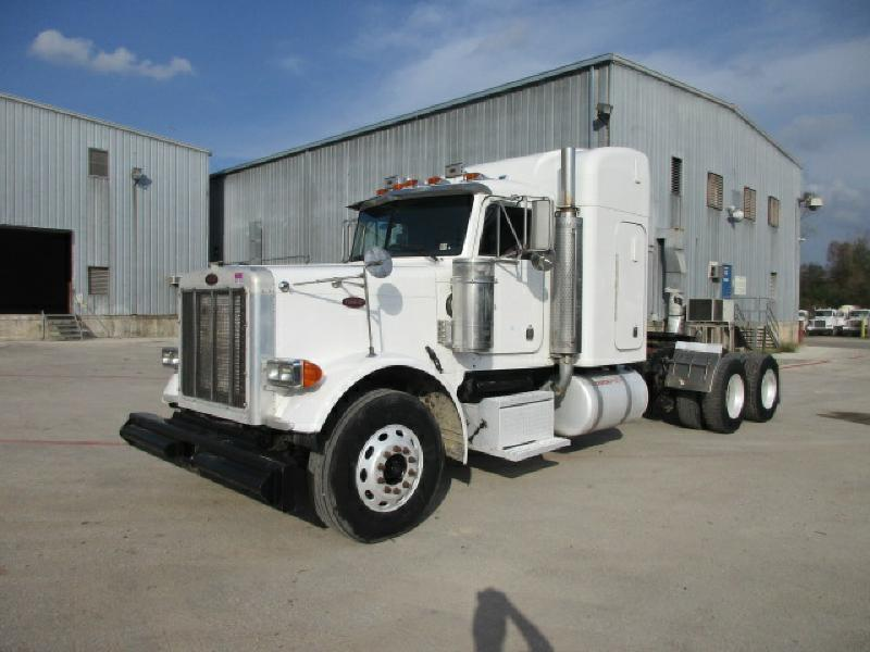 2000 Peterbilt 379  Conventional - Sleeper Truck