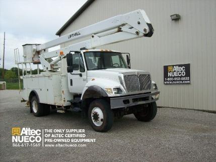 2006 International 7300 Bucket Truck - Boom Truck