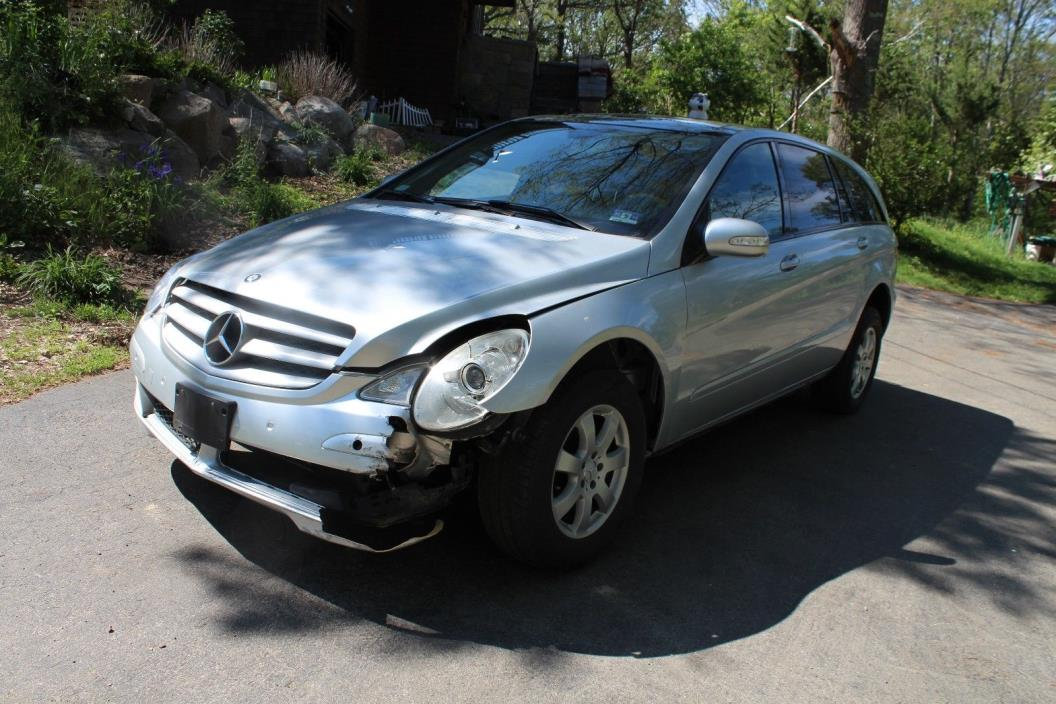 2006 Mercedes-Benz R-Class 2006 Mercedes R350 + FULLY LOADED + NAVIGATION + LUXURY + LEATHER + EASY FIX