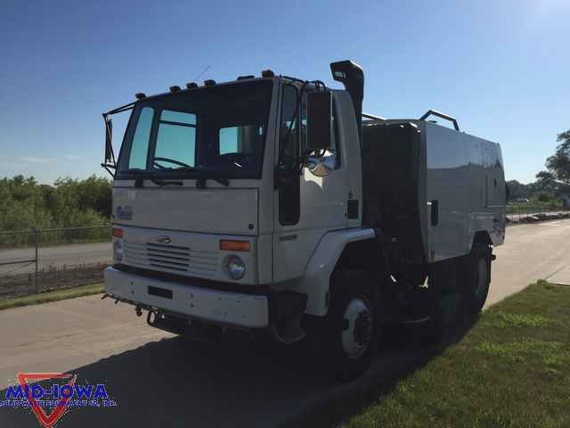 2005 Sterling Sc8000  Sweeper