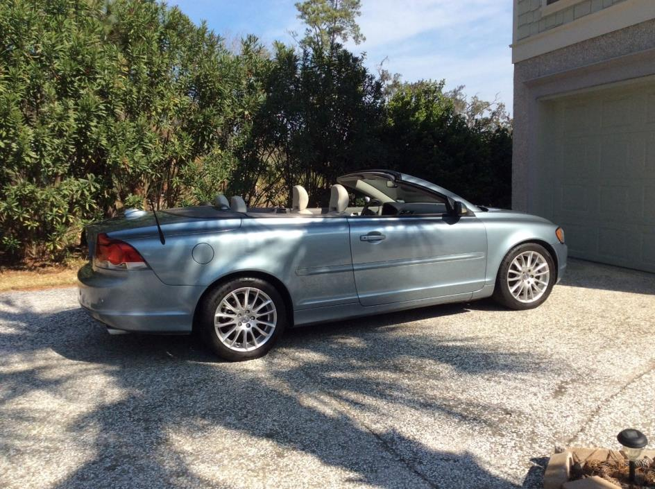 2007 Volvo C70 Hard Top Convertible Blue with Light Leather Interior All systems work.