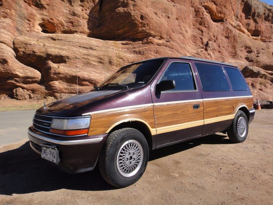 1992 Plymouth Voyager 1992 Plymouth Minivan, Great Runnning, Very Dependable, Large Storage Van 136k m