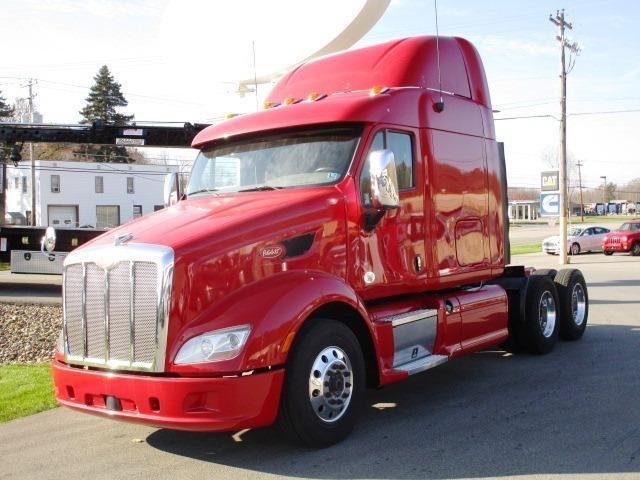 2012 Peterbilt 587 Conventional - Sleeper Truck