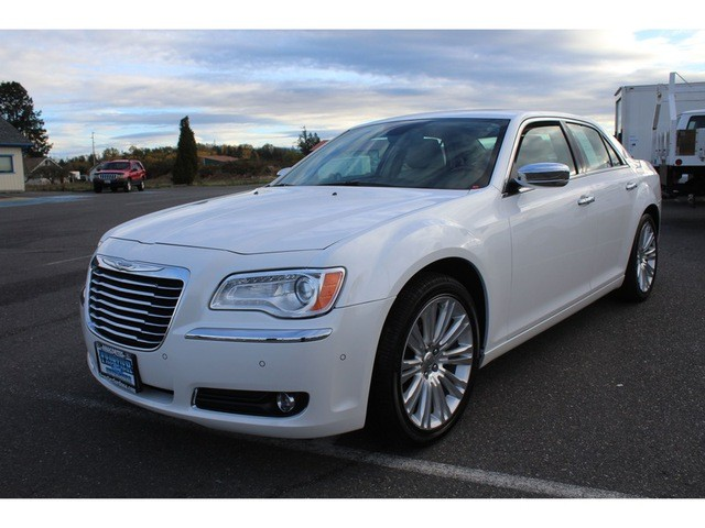 2011 Chrysler 300 C Premium