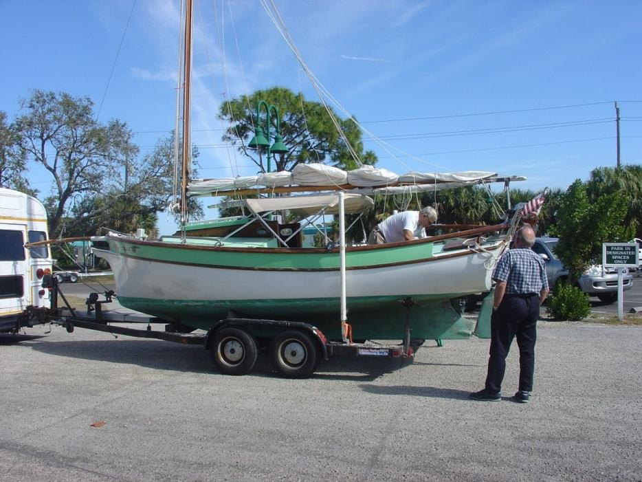 Sailboat, 21ft, Gaff topsail cutter rig, motor, trailer, 8 sails, rigging