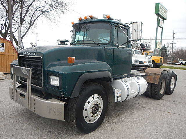 1999 Mack Rd688s  Conventional - Day Cab