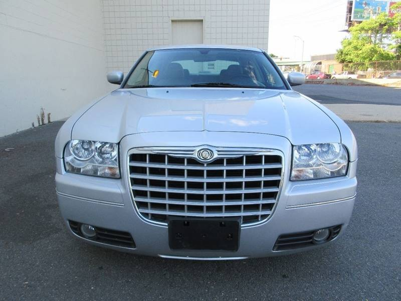 2005 Chrysler 300 Touring 4dr Sedan