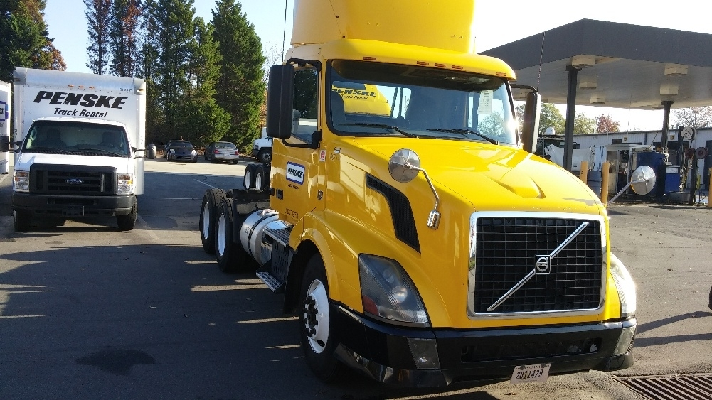 2012 Volvo Vnl64t300  Conventional - Day Cab