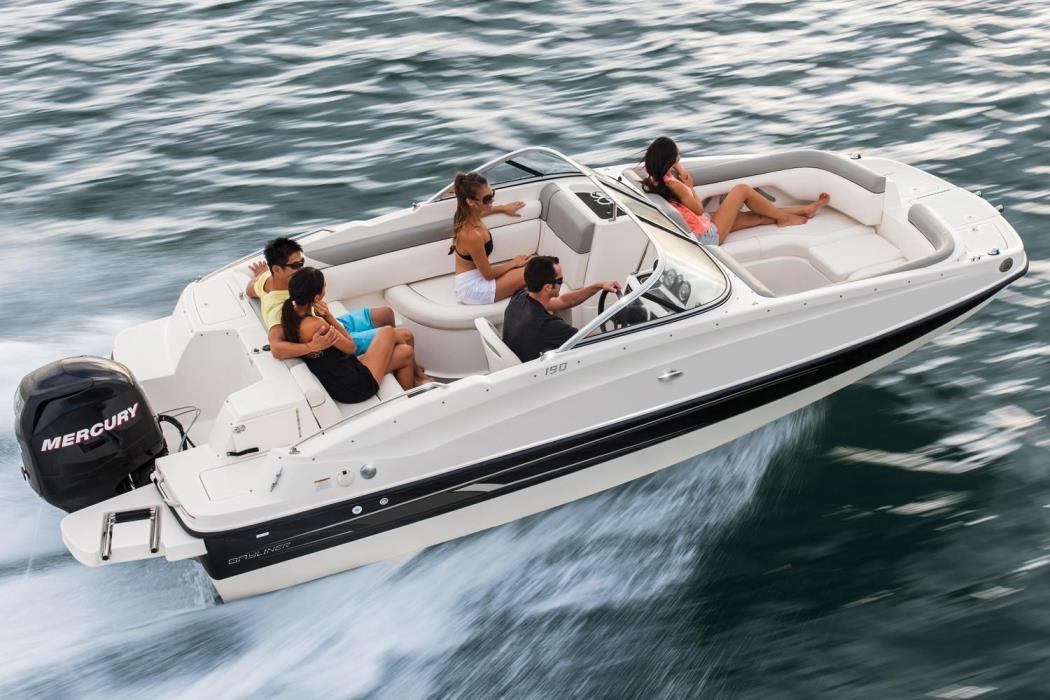 2017 Bayliner 190 Deck Boat