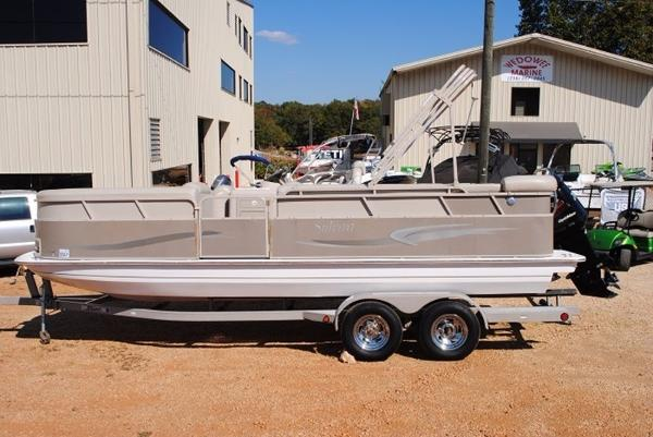 2005 Sylvan 2200 Space Deck