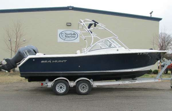 2014 Sea Hunt Escape 234 LE