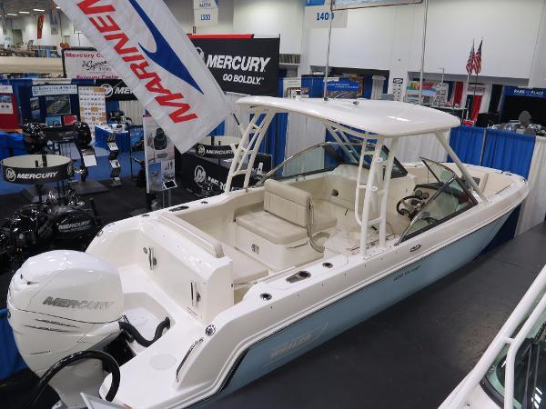 2017 Boston Whaler 230 Vantage