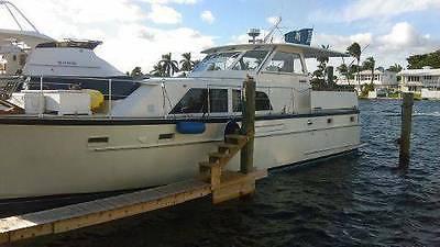46' MATTHEWS Motor Yacht ( 1973 FIBERGLASS HULL )