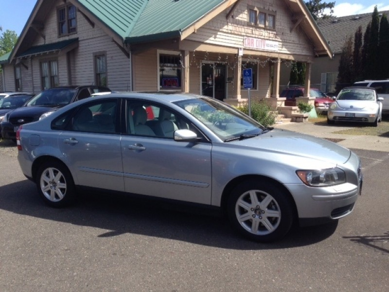 2006 Volvo S40 2.4L Automatic *** GREAT SHAPE *** LOW MILES ** GAS SAVER