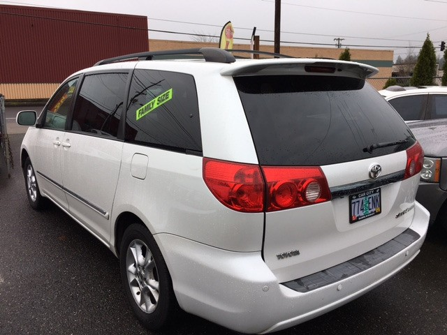 2006 Toyota Sienna XLE LIMITED ** LOADED ** GREAT SHAPE **