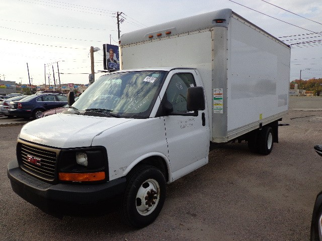 2008 GMC Savana G3500 16' box truck