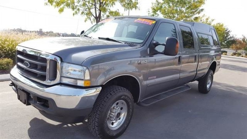 2004 Ford F350 Super Duty Crew Cab Lariat Pickup 4D 8 ft