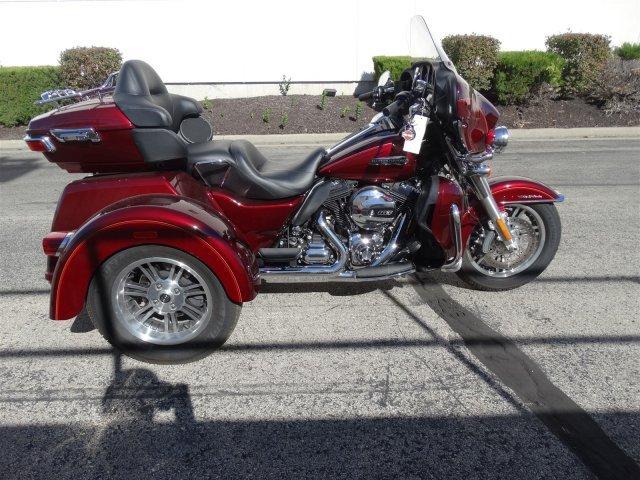 2016 Harley-Davidson Trike Tri Glide Ultra Classic FLHTCUTG