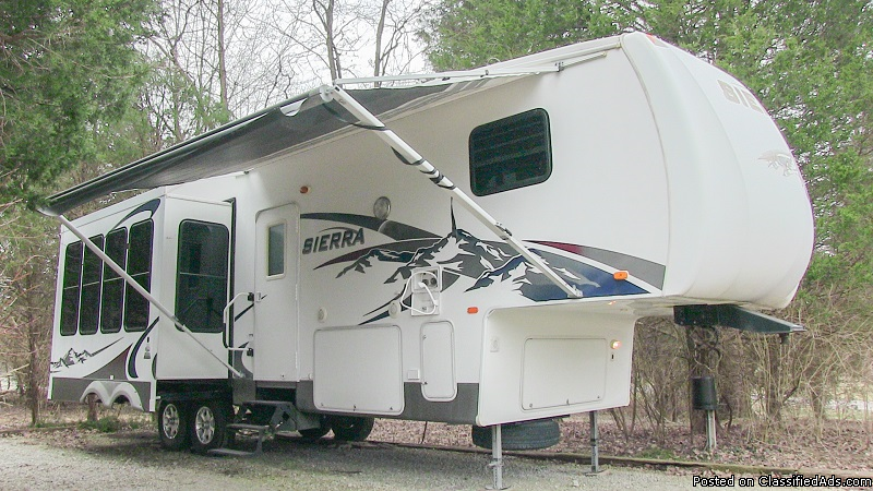 2008 Forest River Sierra 295RLT triple-slide 5th wheel, Louisville KY.