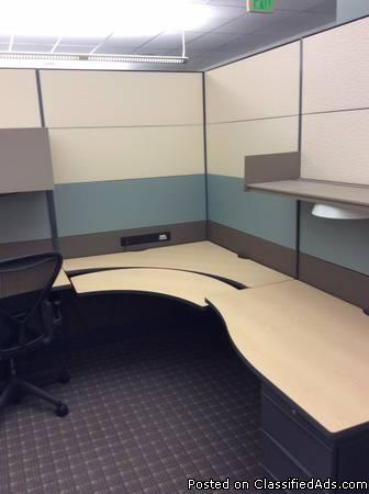 MWS-049 - Gray/Green - 8 x 8 or 8 x 10 Teknion Leverage Cubicles