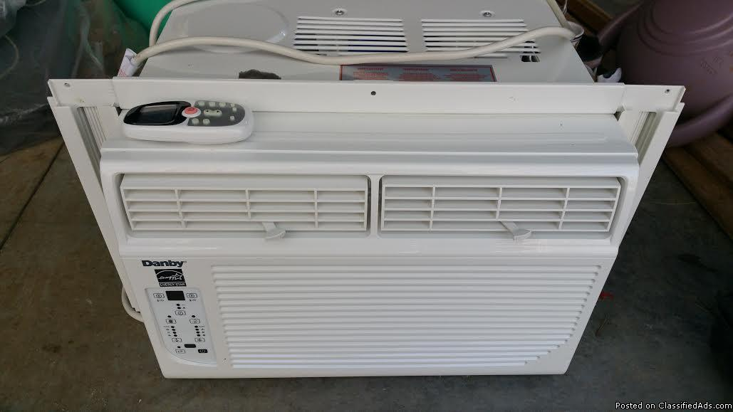 Air Conditioning Unit (New) used one week (window)