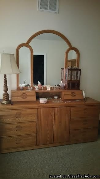 Beautiful Oak King Bed, 2 large dressers and armoire